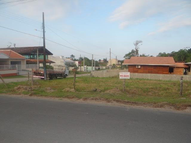 Lindo terreno de esquina, perto da lagoa, amplo, frente asfaltada - Foto 3