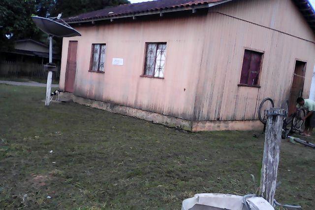 Vende-se uma casa no humaitá amazonas 4 peças de esquina no centro do lado posto saúde