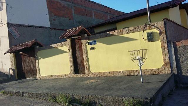 Aluga-se Casa com Piscina R$ 1.600