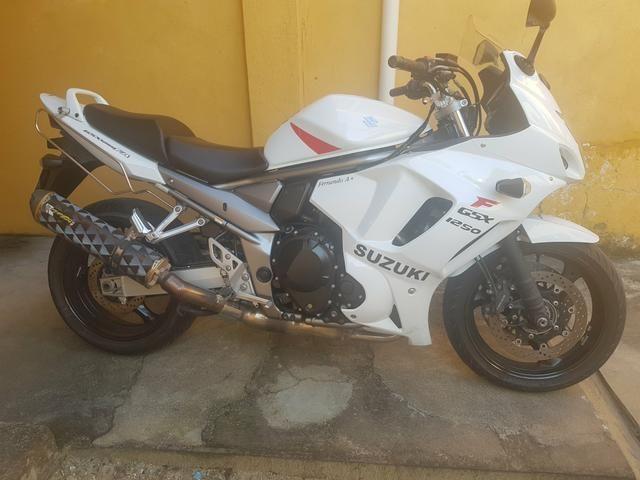 Moto Suzuki GSX 1250 F
