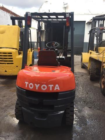 Empilhadeira Toyota 6fd25 diesel 2,5 ton triplex com deslocador !!! - Foto 4