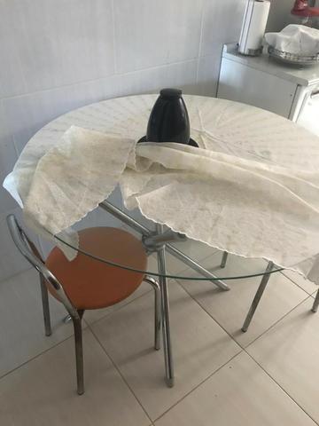 Mesa Redonda de Vidro com 2 cadeiras - Foto 3