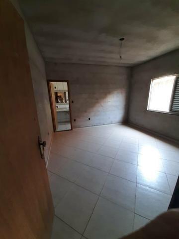 Casa e terreno (lote) com 5 quartos, 3 suítes, ótima localização, aquecimento solar - Foto 2