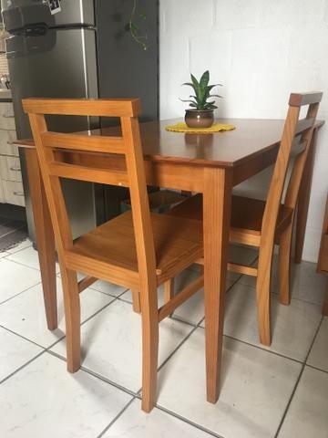 Mesa de jantar - 4 lugares - Madeira -Pé palito + 2 cadeiras - Foto 2