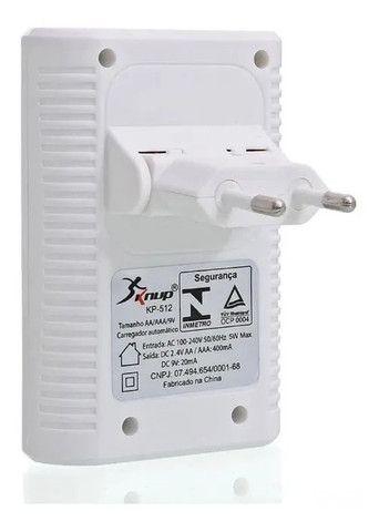 Carregador De Pilhas Aa Aaa E Bateria 9v Knup Kp-512 Bivolt - Foto 3