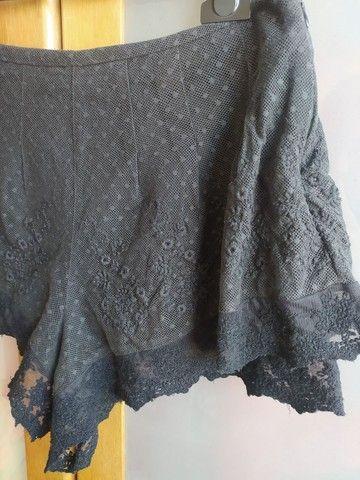 shorts preto rendado com forro e zíper invisível - Foto 4
