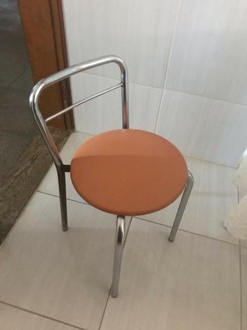Mesa Redonda de Vidro com 2 cadeiras - Foto 4