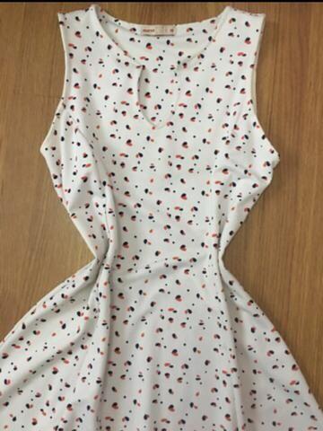Vestido TAM M cor:White com detalhes laranja e Azul - Foto 3
