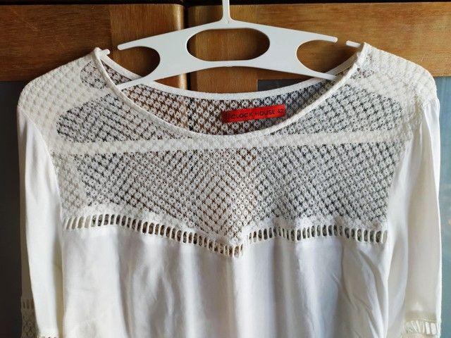 Blusa bata branca com renda e mangas bufantes 42 - Foto 4