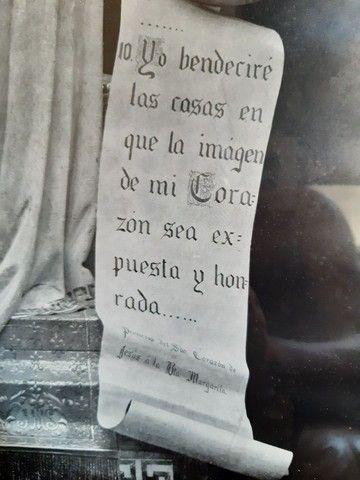 gravura sacra antiga estrangeira emoldurada em madeira assinada por Thomas ST - Foto 2