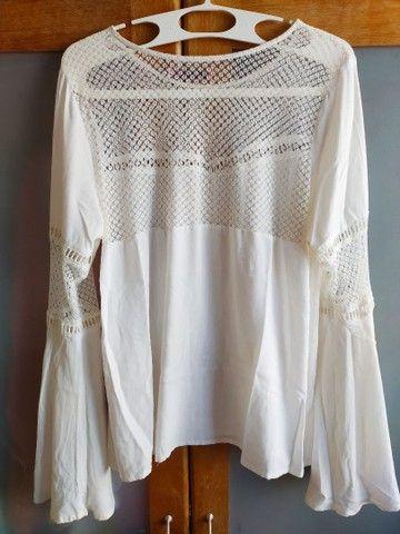 Blusa bata branca com renda e mangas bufantes 42 - Foto 3