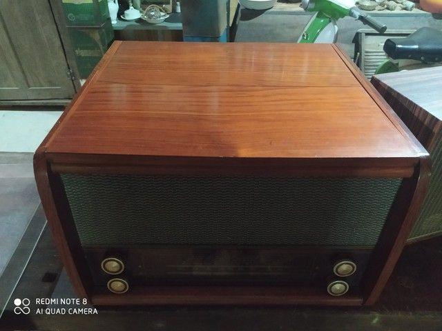 Rádio antigo de madeira - Foto 2