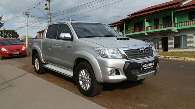 Toyota Hilux top