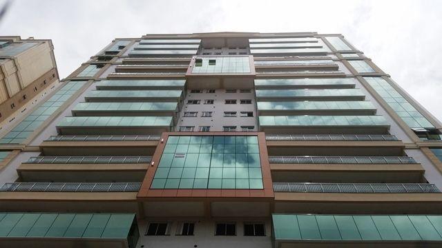 Excelente apartamento com 04 suítes sendo 01 master em Meia Praia