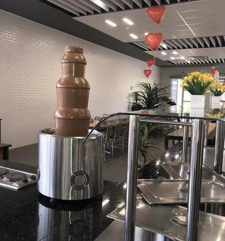 Locação Cascata de Chocolate Gigante 12kg para festas e confraternizações- eventos