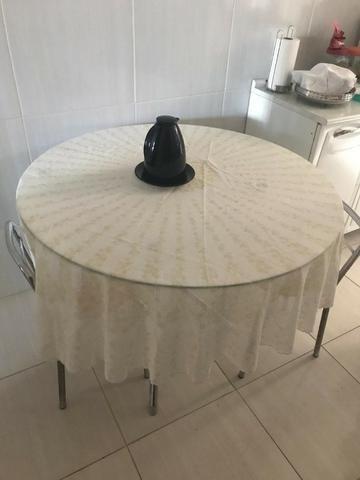 Mesa Redonda de Vidro com 2 cadeiras