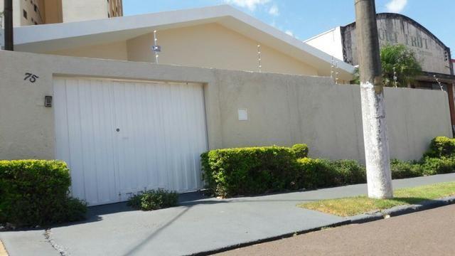 Casa, 3 dorm., 3 vagas garagem, região central de Ourinhos-SP - Foto 2