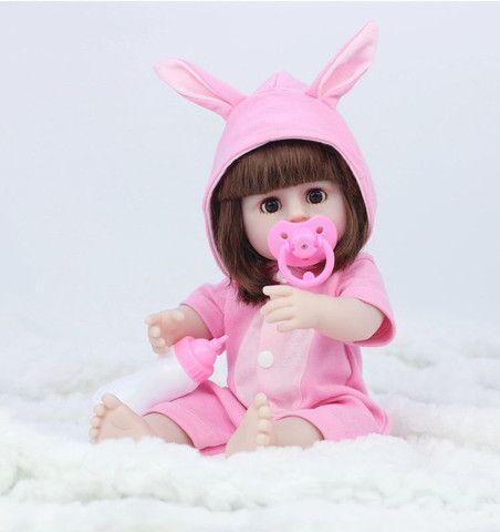 Boneca Reborn Toda Em Silicone Faz Xixi 38cm - Foto 2