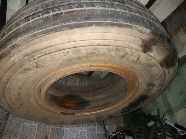 Pneu de caminhão carreta com roda - Foto 3
