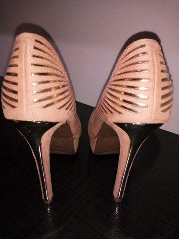 Sapato Scarpin Camurça Beje/Dourado - Foto 4