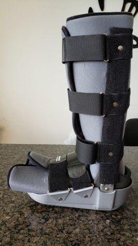 Bota ortopédica imobilizadora longa Robofoot Salvapé tamanho G - Foto 3