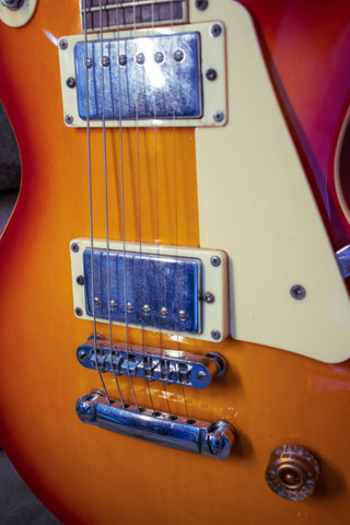 Guitarra Les Paul Memphis MLP 100 com capa - Foto 2