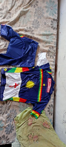 Vendo padrão pra ciclismo semi-novo, aceito propostas descentes por favor - Foto 2