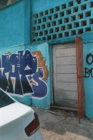 Vendo casa localizada em frente ao Aeroclube - Boca do Rio