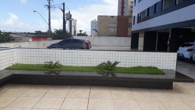 Prédio localizado a 100 m da Avenida Fernandes Lima Enfrente ao Quartel - Foto 2