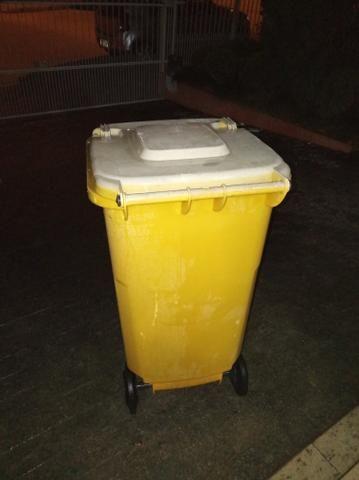 Lixeira plástica 240 litros