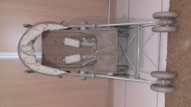 Vendo carrinho de bebê passeio - Foto 2