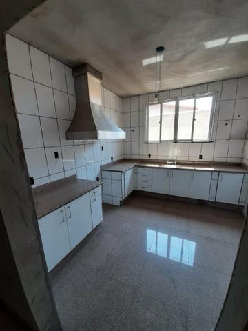 Casa e terreno (lote) com 5 quartos, 3 suítes, ótima localização, aquecimento solar - Foto 4
