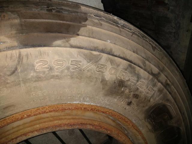 Pneu de caminhão carreta com roda - Foto 4