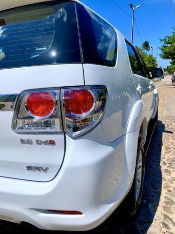 Toyota Hilux SW4 2013 diesel 7 lugares Pneus novos Pirelli!!! - Foto 2