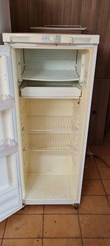 Geladeira gelando perfeitamente - ENTREGO  - Foto 3
