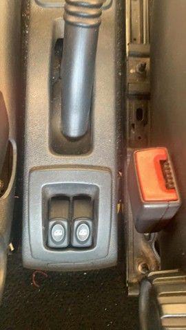 Logan 1,6  8V 4 Portas Completo  Todo Eletrico e Abs Muito novo - Foto 7