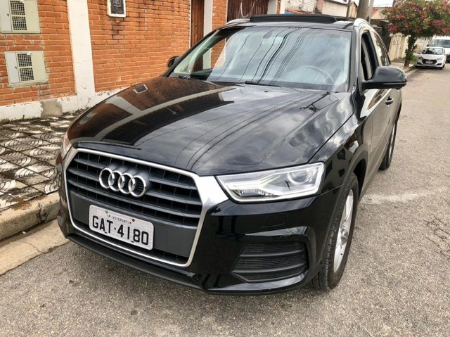 Audi Q3 com teto solar