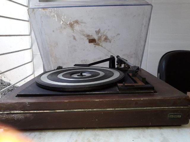 Passa Disco CCE 1980 Uma Relíquia (Com Base de Madeira) - Foto 2
