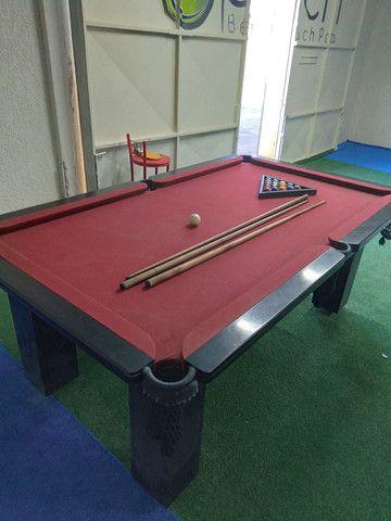 Mesa de Sinuca semi nova, com conjunto de tacos e bolas. - Foto 3