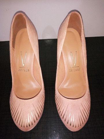 Sapato Scarpin Camurça Beje/Dourado - Foto 2