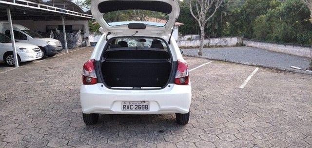TOYOTA ETIOS HATCH X 1.3 16V Branco 2019/2020 - Foto 11