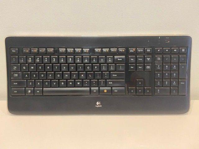 Teclado Sem Fio Iluminado Logitech K800 + Mouse Anywhere 2  - Foto 6