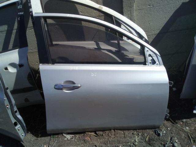Porta Dianteira Direita Nissan Versa