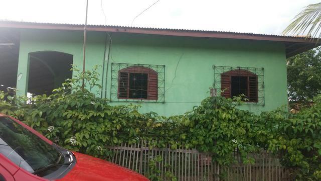 Vende-se uma casa com terreno ao lado