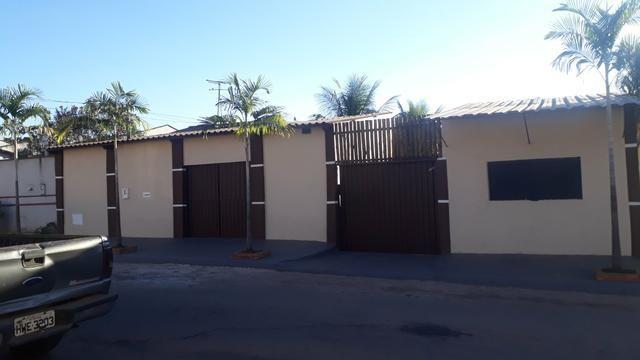 Casa com piscina sala de comércio barraco de aluguel