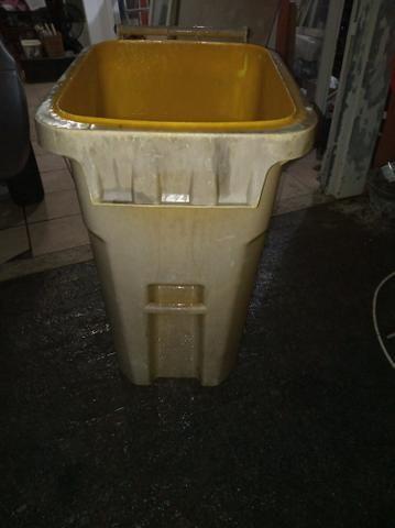 Lixeira plástica 240 litros - Foto 2