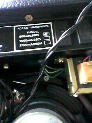 Vendo uma caixa amplificada, mais um cabo de 2,5m 110.00 - Foto 6