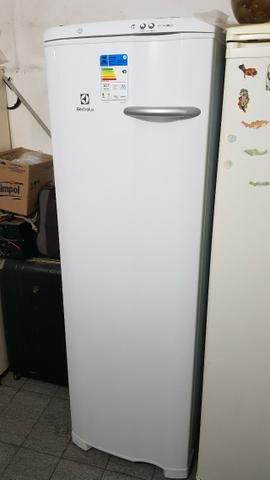 Freezer Electrolux FE26, novo! Com nota e garantia estendida de 2 anos!
