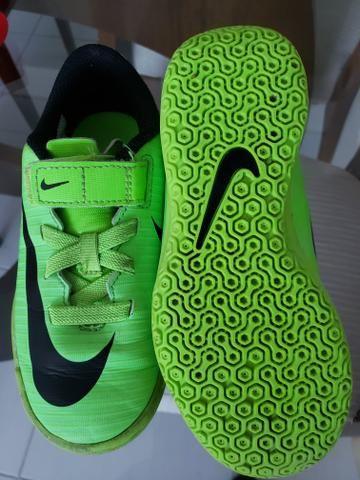 Chuteira Nike infantil sem cadarço - Foto 3