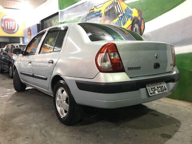 Clio Sedan Privilege 1.0 2004 - Foto 3